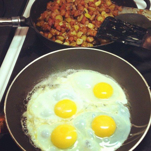 pytt i panna, stekt ägg