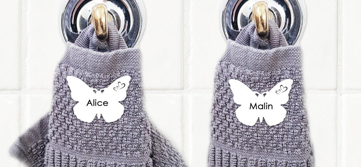 grå-handduk-och-silverfärgad-krok-fjärilar-framsida-hemsida