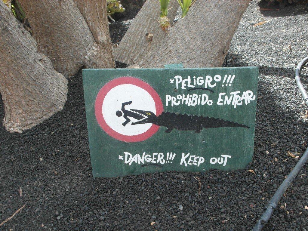 En sådan här skylt borde man kanske sätta på uteplatsen?