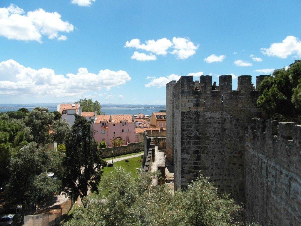 Utsikt från ett av tornen på Castelo de Sao Jorge.