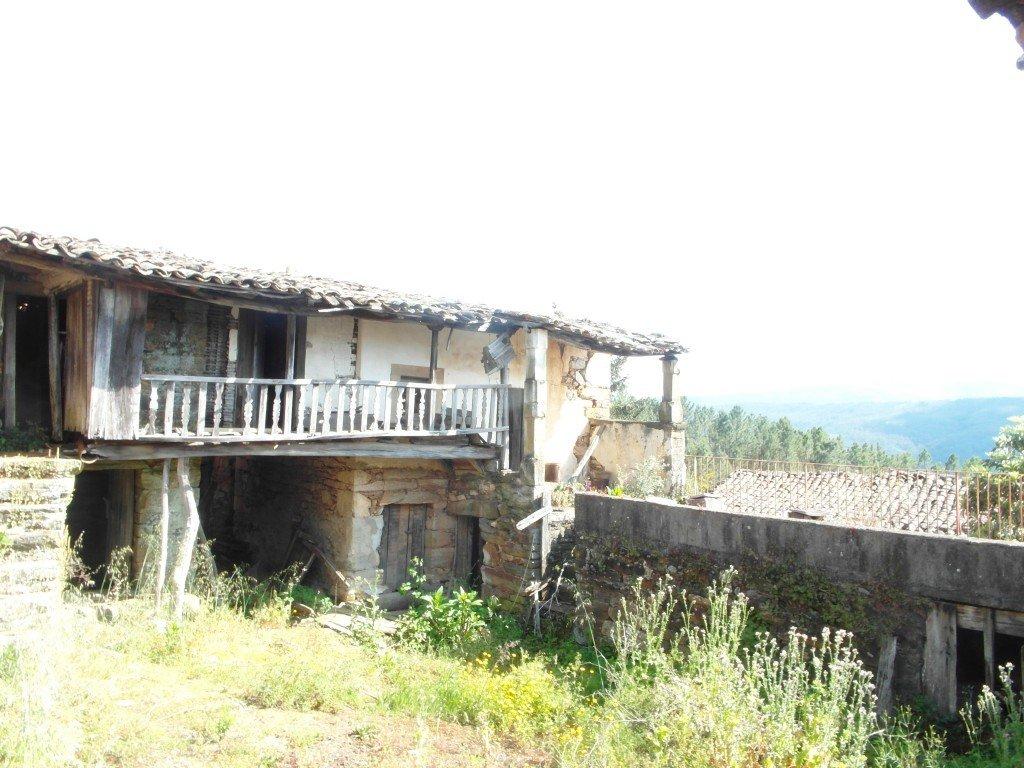 Ett av många övergivna hem.