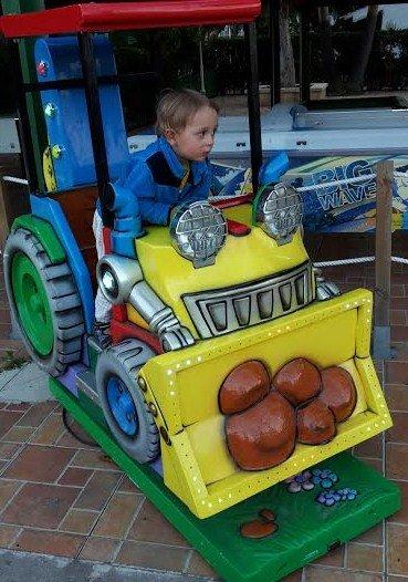 Tror fan att grabben hittade en traktor på Mallis!!