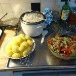 Potatis, ris och sallad.
