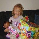 Ca kl 7.30 imorse sjöng vi och gav vår dotter födelsedagspresent.