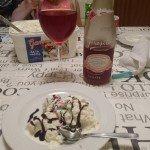 Rosévin och glass