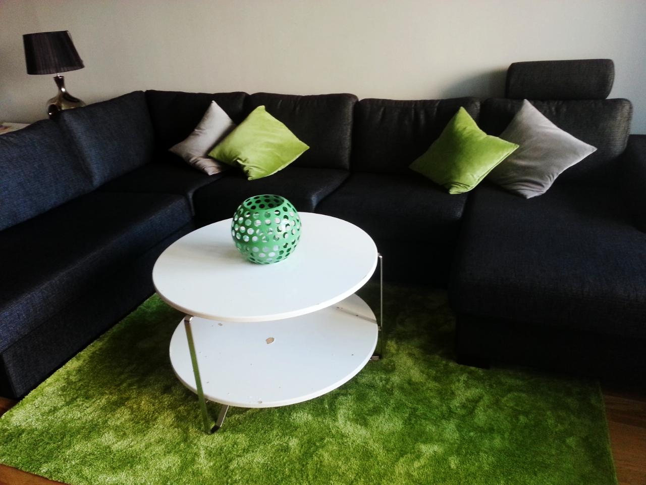 Inredning: vardagsrummet med nya soffan (My Day), mattan (Velvet ...