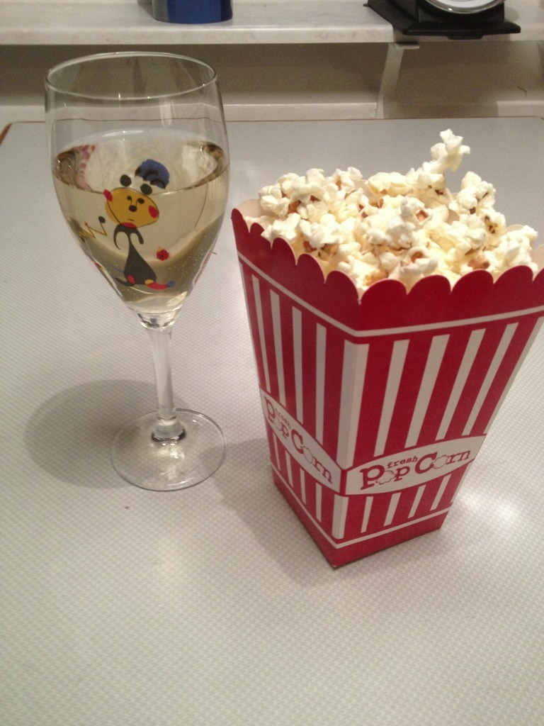 popcorn och alkoholfritt vin