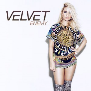 Velvet, Jenny Pettersson, Fotohella, Mammablogg, Familjeblogg, Musik, Tips, Enemy