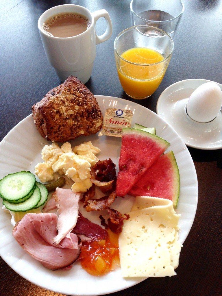 frukost_buffe_hotell_skansen_bastad_restaurang_sand