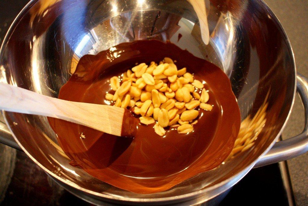 smalt_choklad_jordnotter_topping_till_kladdkaka