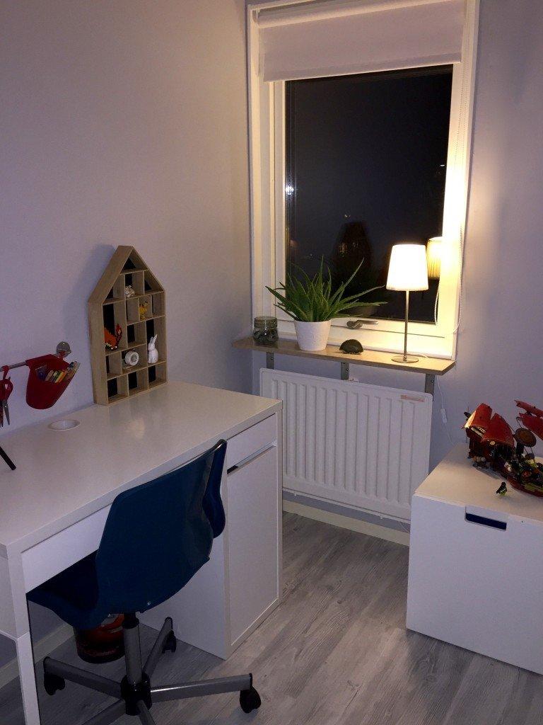 skrivbordshorna_interior_fran_pojkrum_till_ungdomsrum_hushylla