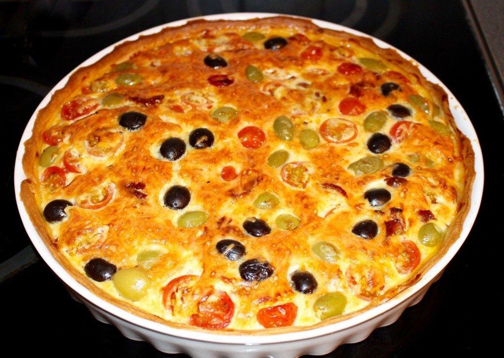 italiensk_paj_vegetarisk_oliver_tomater_frulilja