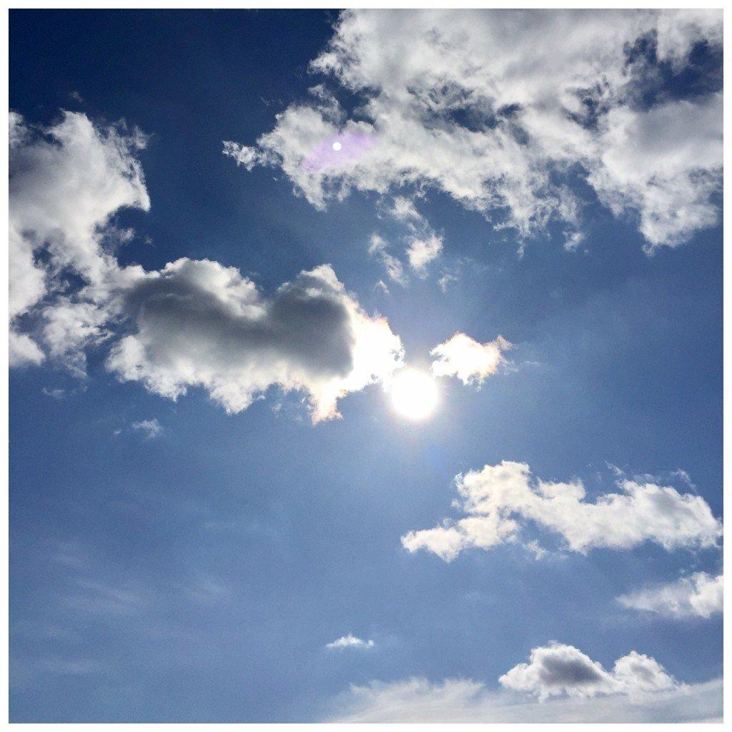 varhimmel_sol_moln
