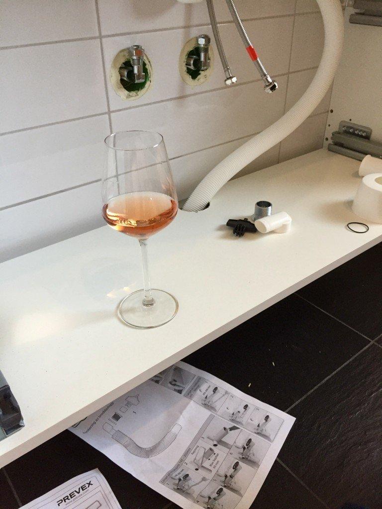 vin_rose_i_vaskskapet_kommoden_vit_badrumsinredning_skanska_byggvaror