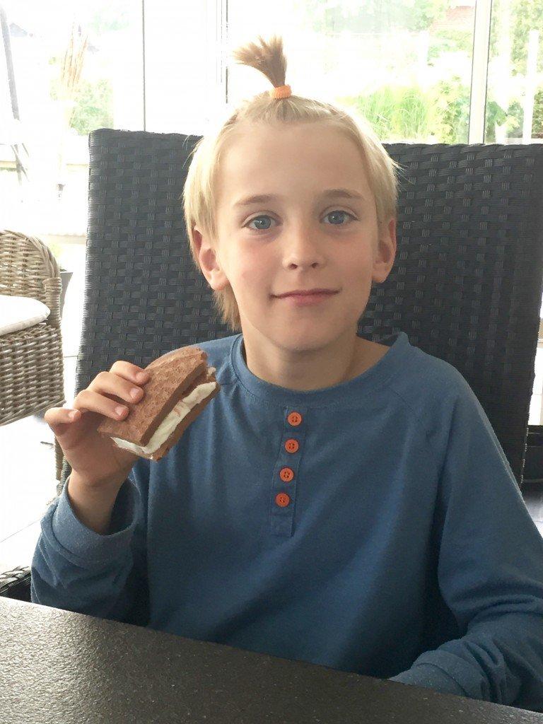 hemmagjord_sandwichglass_basta_betyget_baka_med_barn