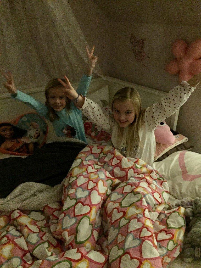 sleepover_pyjamasparty_smiley_emojikudde_best_friends_bff