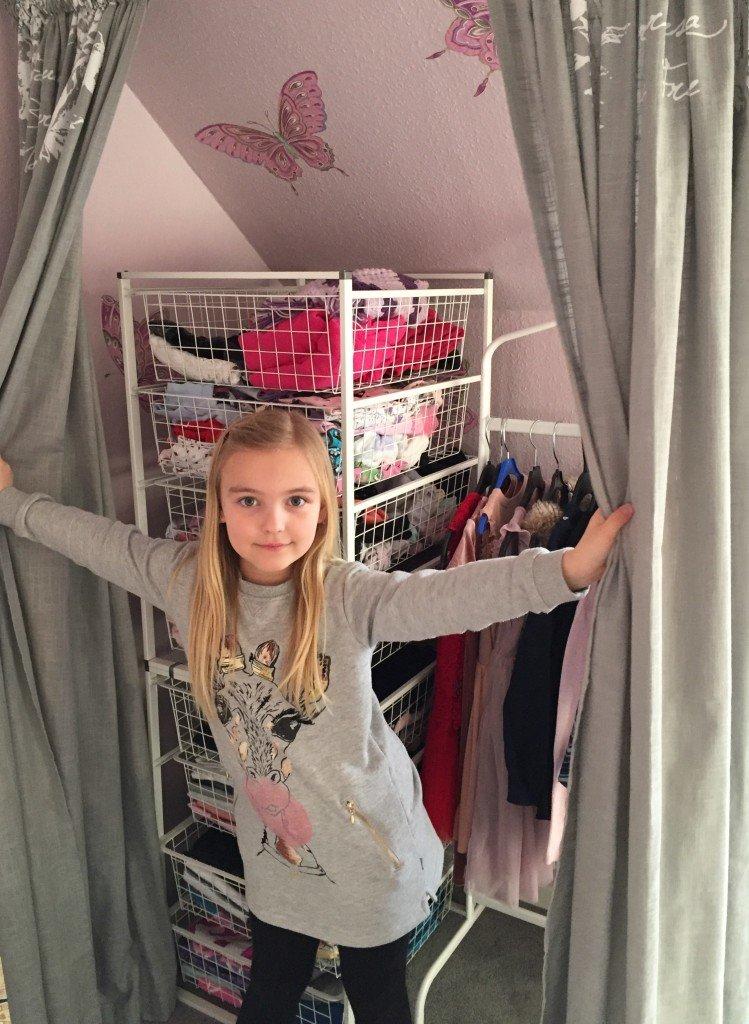 garderob_walk_in_closet_bygg_sjalv_diy_tradbackar_gardiner_bygg_en_vagg