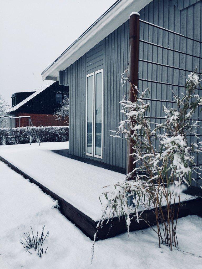 sno_snow_winter_frozen_snofall_tradack_spalje_av_armeringsjarn_bambu
