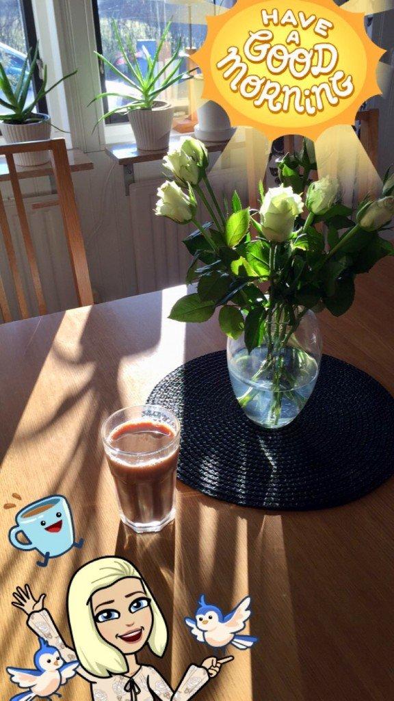 godmorgon_lordag_morgonkaffe_java_vita_rosor_snap_chat_filter_runda_bordstabletter_lagerhaus