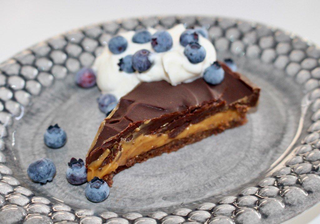 choklad_kola_paj_chocolate_chip_cookie_nobake_karamelliserad_mjolk_dulce_de_leche_mateus_keramik_assiett_bubblig_amerikanska_blabar