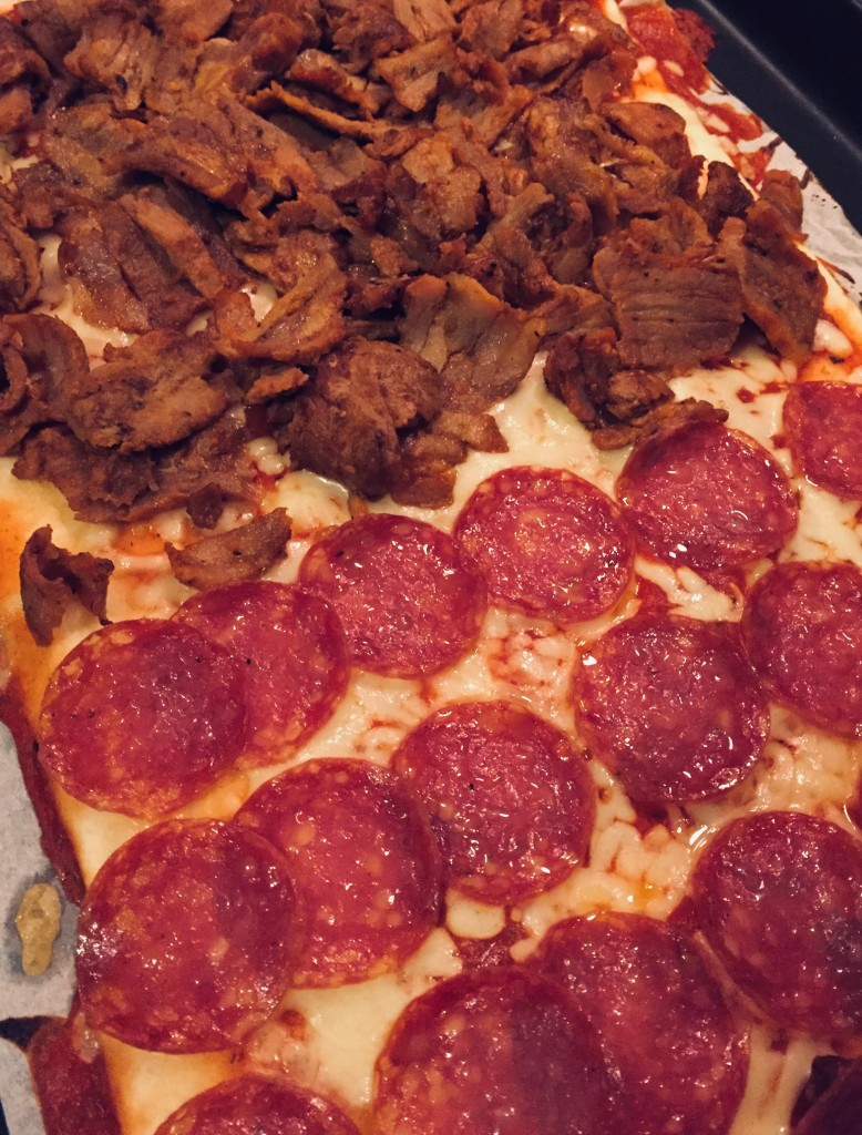 hembakad_pizza_kebab_salami_frulilja