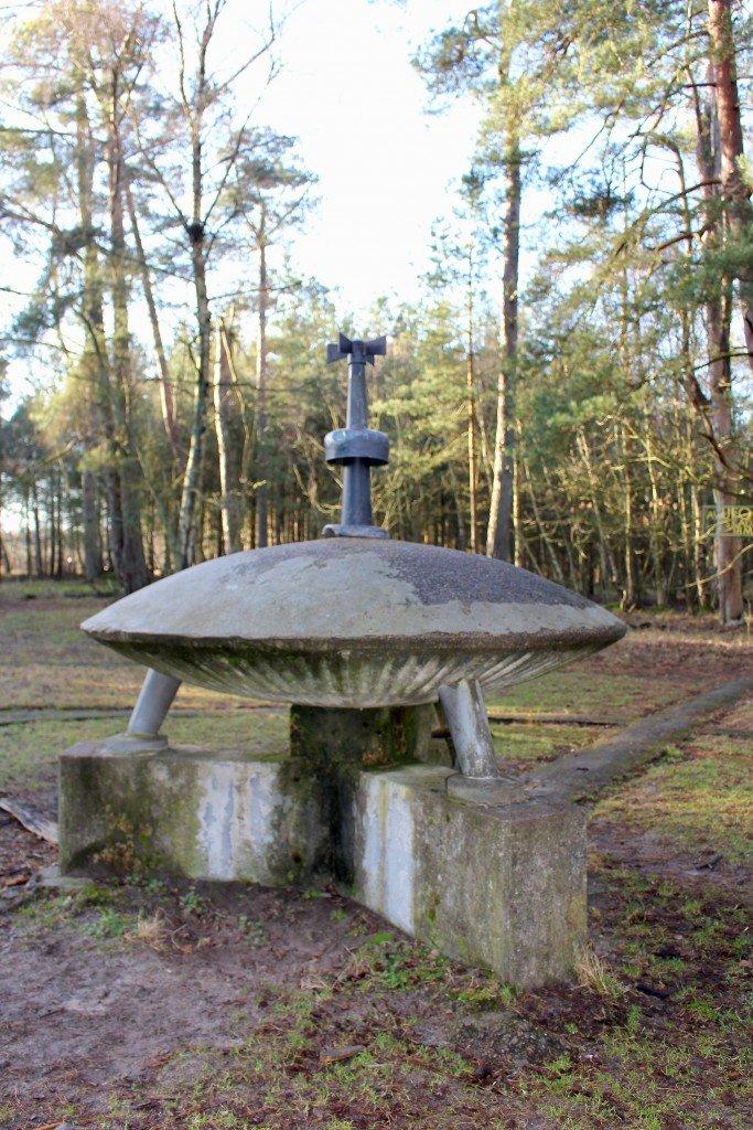 ufo_ufomonumentet_monument_sibirien_angelholm_pollenkungen_ufograv_frulilja