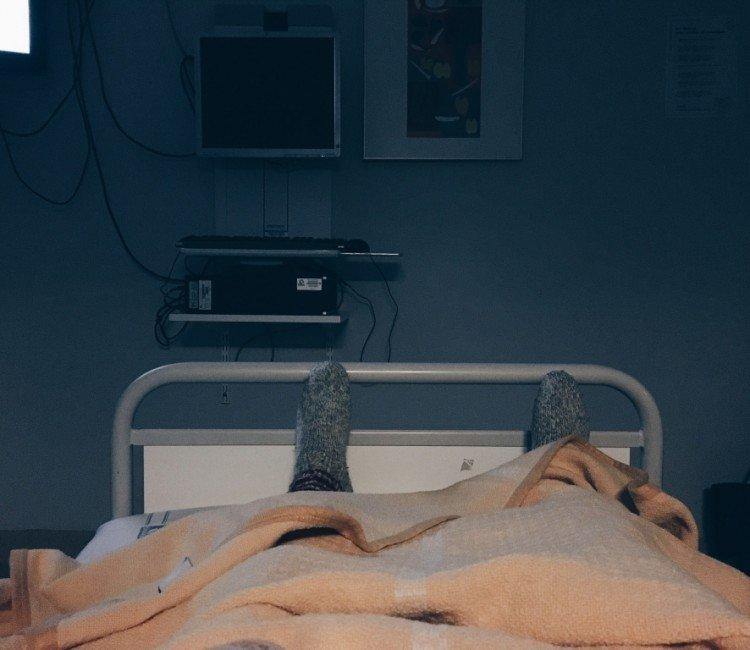 Sjukhussäng