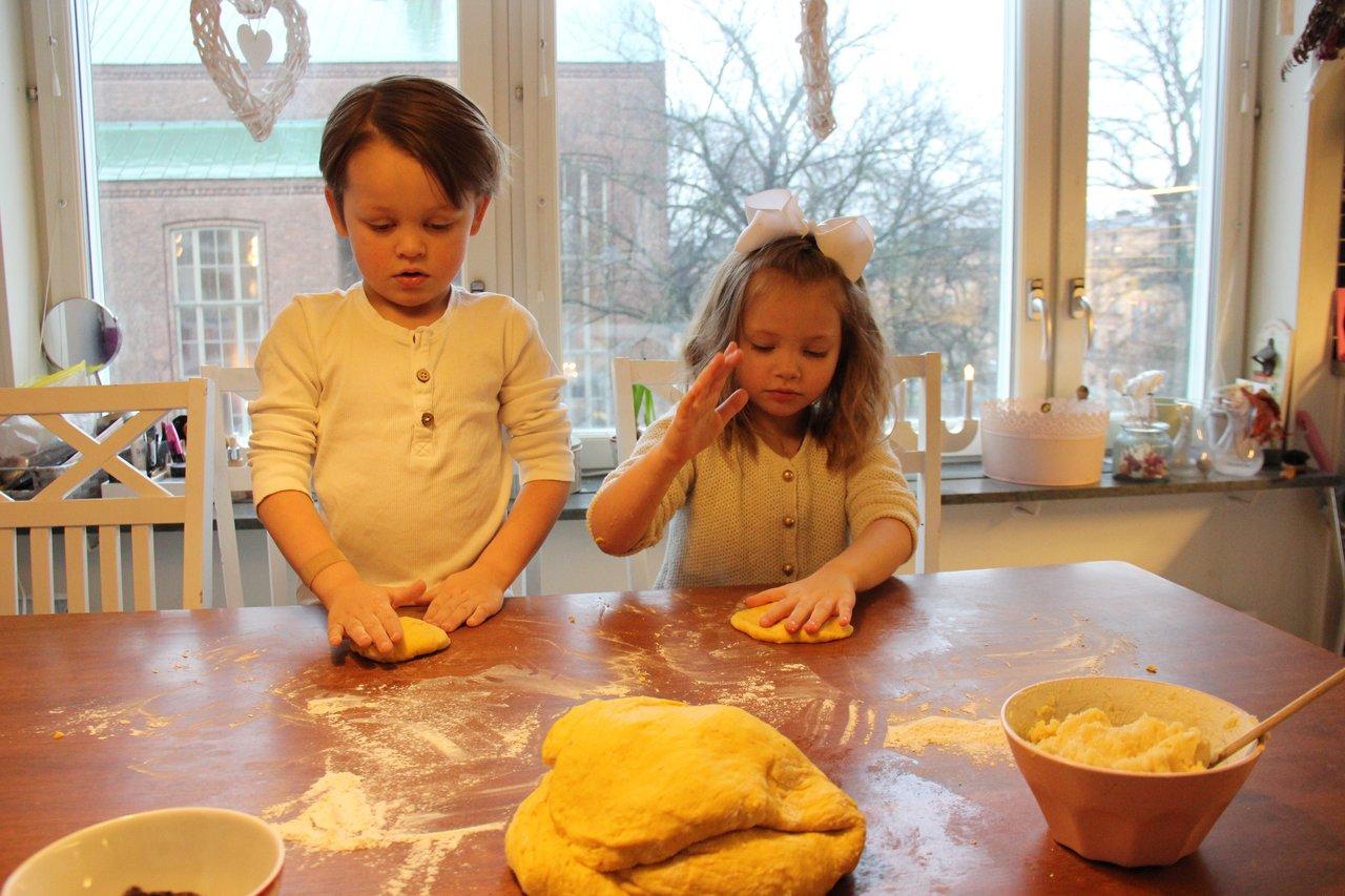 Tvillingar twins swedish johannasweden lussebullar