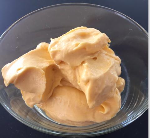 Recept från Olga Rönnberg Mangoglass proteinglass hälsoglass