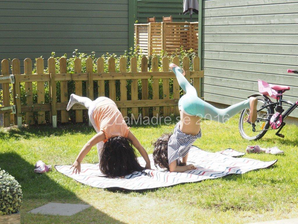 barnen leker husliv radhus familjeliv bloggare Lamadre