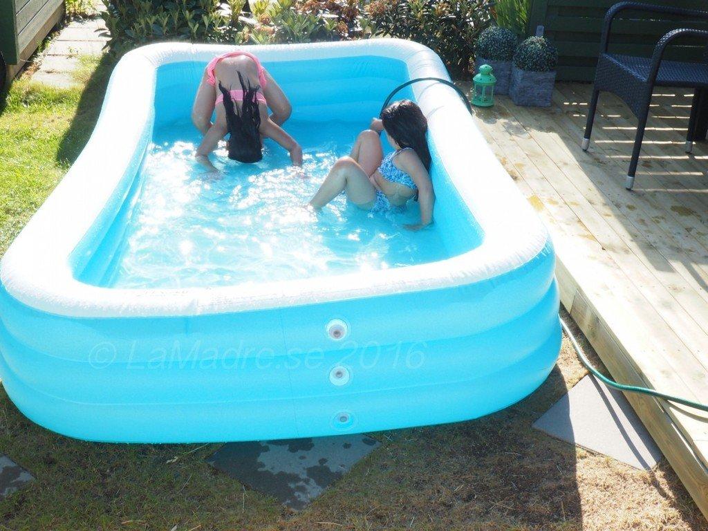 familjeliv husliv radhus pool badpool kids barn familj bloggare