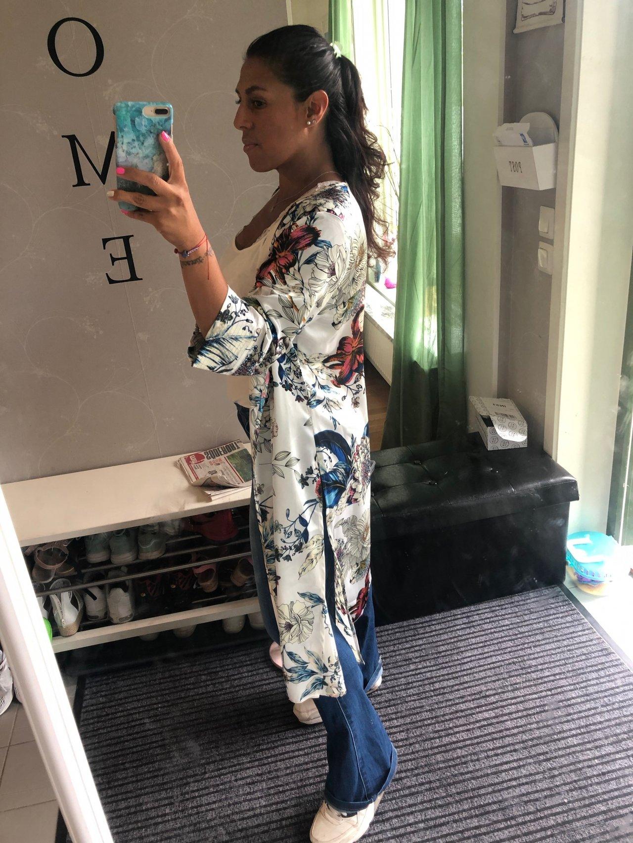 colombiana-woman-shopping-vacker-snygg