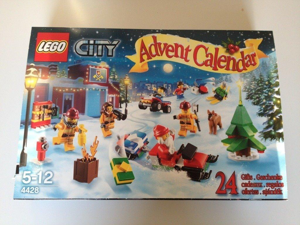 49ea7bb6c7fa Nu kan TVÅ av er bli lyckliga vinnare till en varsin av dessa två LEGO  Adevntskalendrar ifrån Klossbutiken. Vill du ha ytterliggare en chans att  vinna en ...