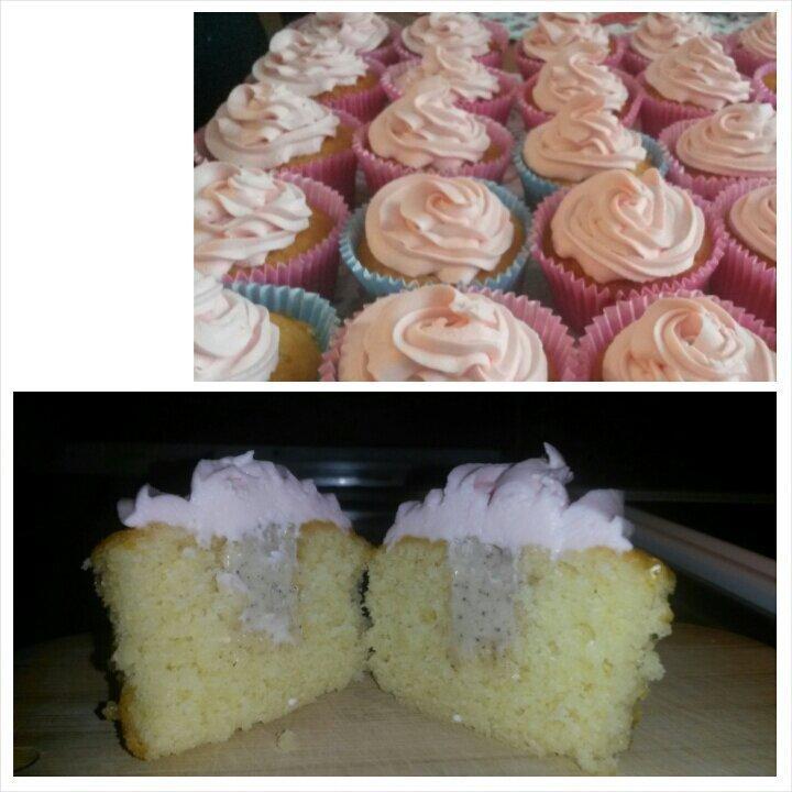 Vaniljcupcakes med pepparkaksfrosting och skumtomtefluff