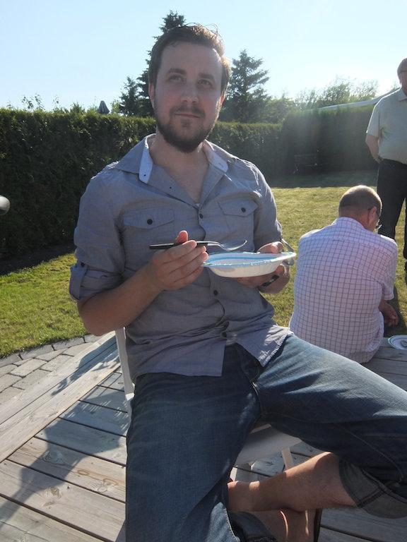 Mmmm, glass & jordgubbar. Där satt vi och hade det mysigt....