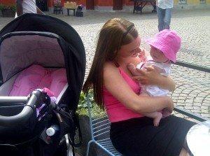Första gången jag var i stan som mamma med min efterlängtade barnvagn med min efterlängtade lilla dotter som låg där i.