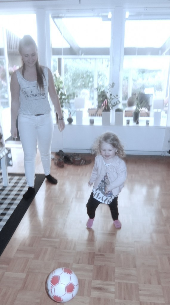 Så himla roligt kalas för min lilla tjej. Hon pratar fortfarande om när hon sparkade fotboll med Olivia.