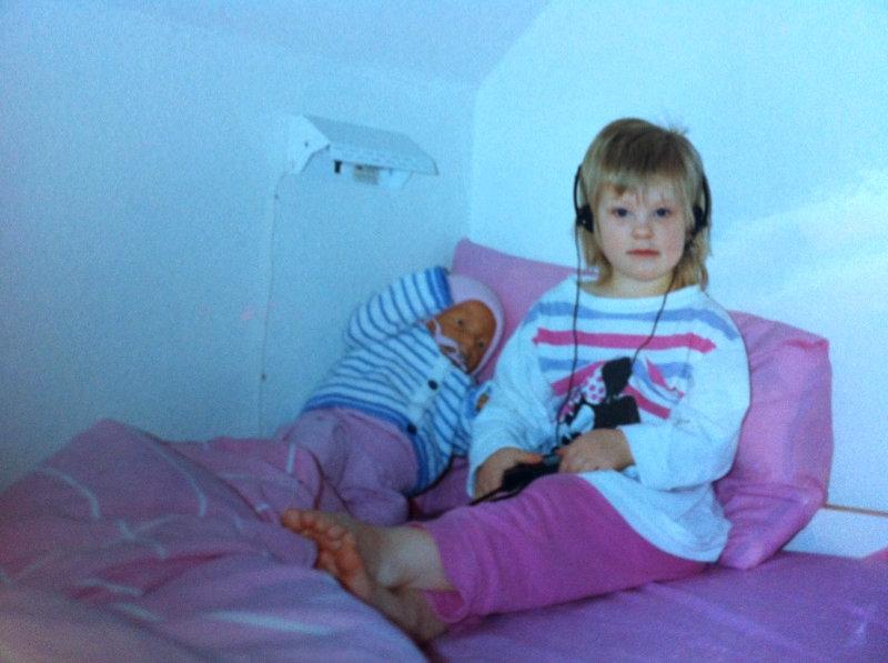 Så här såg det ut för några år sedan. När jag tänker efter så har inget förändrats. Den enda skillnaden är att dockan på bilden är utbytt mot en riktigt bebis. En bebis som är en verklig flicka.