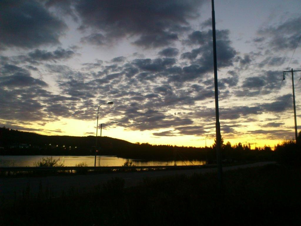 En dramatisk himmel höll oss sällskap på väg hem från ett skönt kvällsdopp:-)