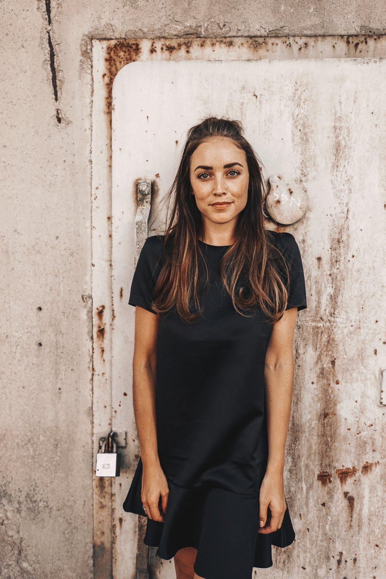 BLACK DRESS OUTFIT (4 av 10)