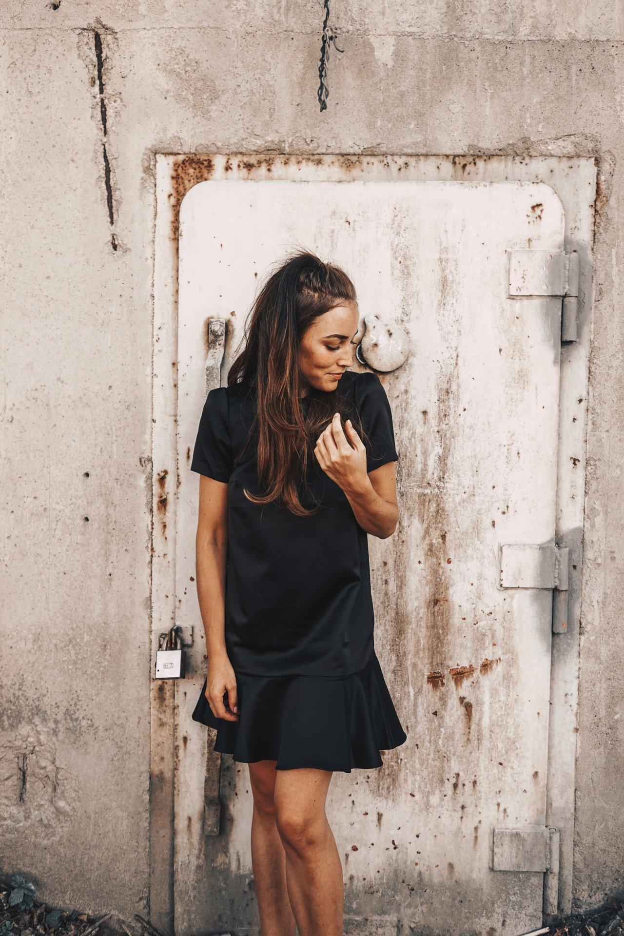 BLACK DRESS OUTFIT (7 av 10)