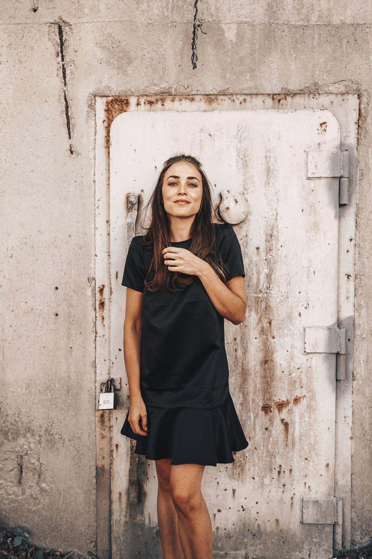 BLACK DRESS OUTFIT (8 av 10)