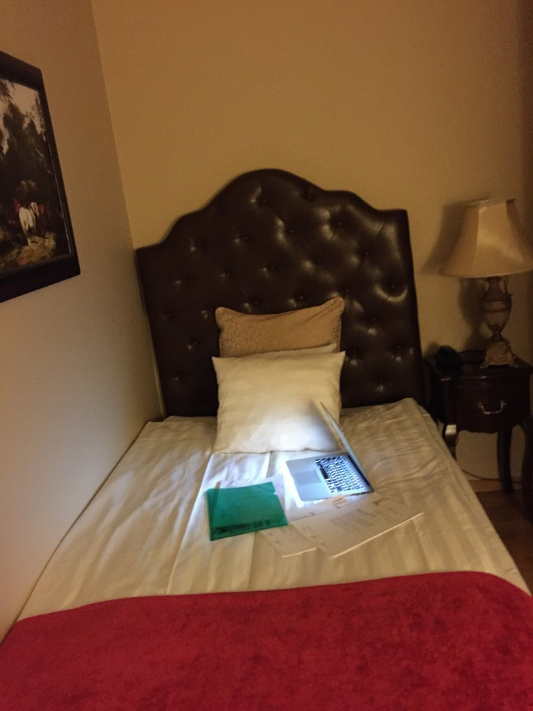 Äntligen en säng att jobba i!!