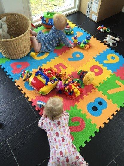 ettåringar leker