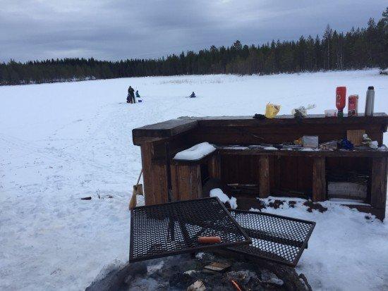 korvgrillning och fiske