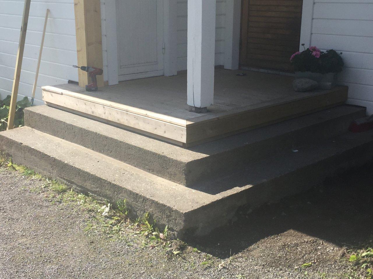 klä in en trappa med trä