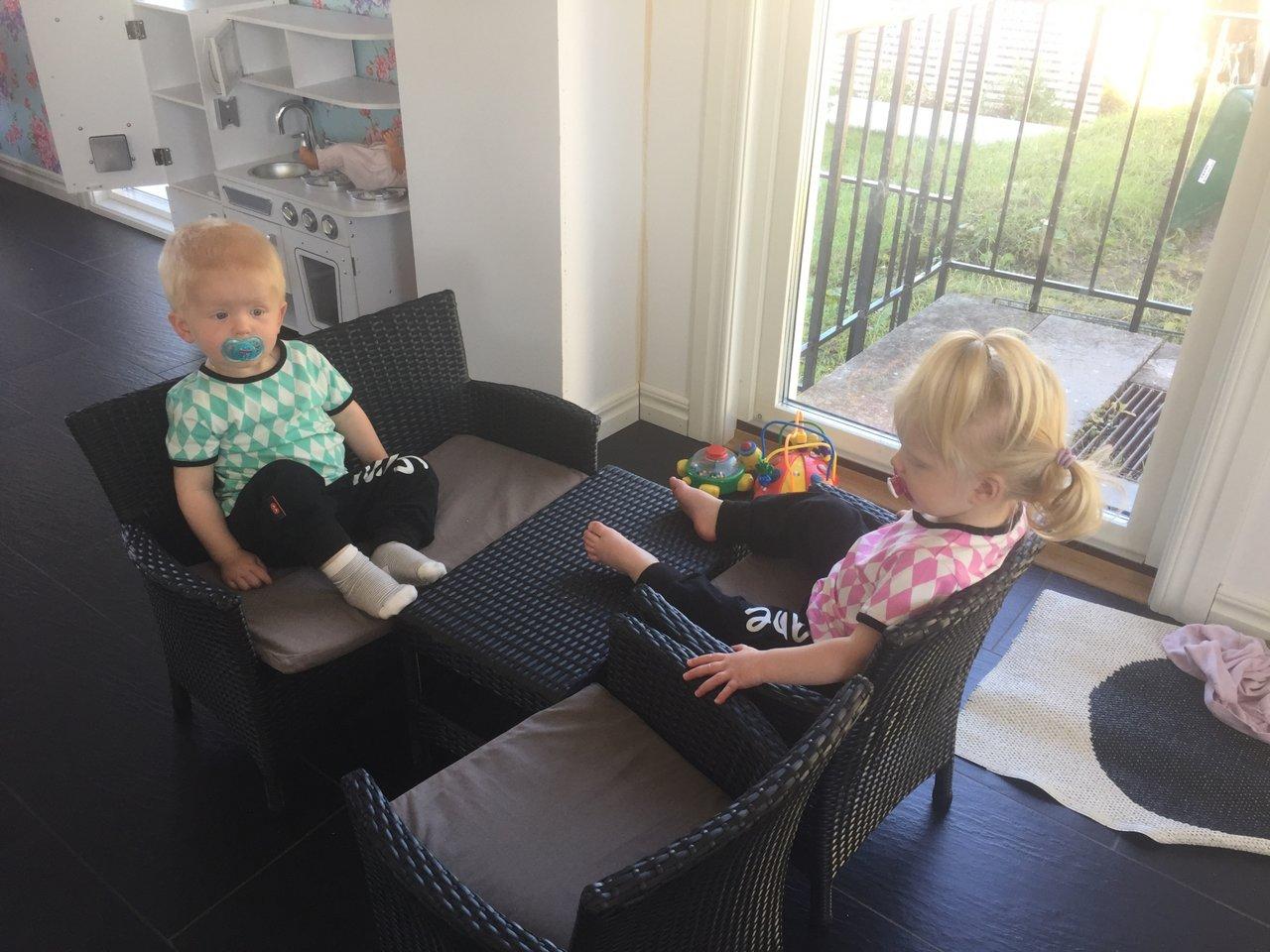 snygga barnmöbler ute