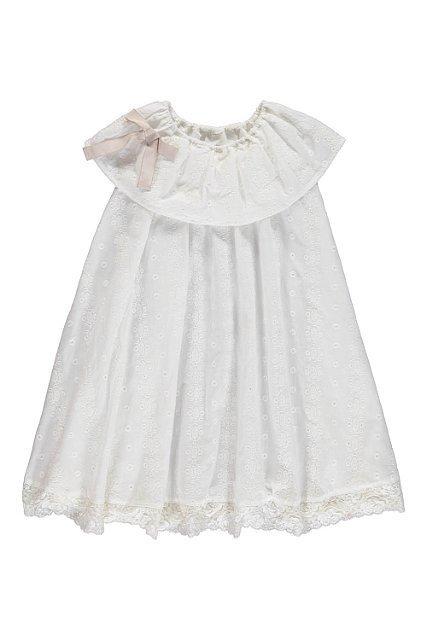 vit klänning med volangkrage