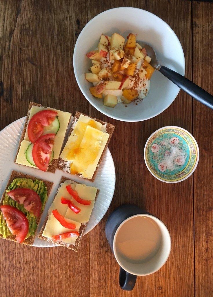 Frukost och en liten älva.