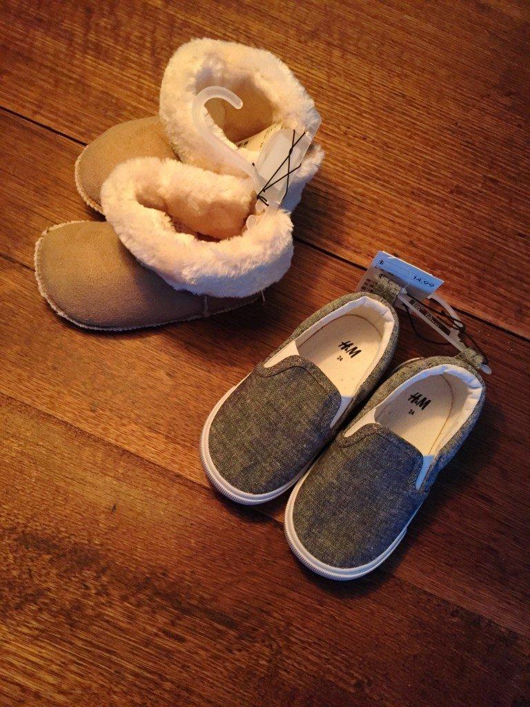"""Ett par """"vanliga"""" och neutrala skor för dagis samt ett par mystifikt för vintern."""